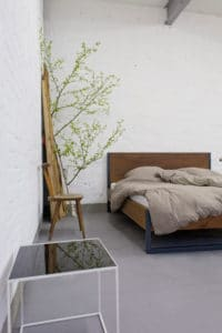 unser Designklassiker, produziert aus Massivholz und Stahl, individualisierbar nach Größe und Farbe sowie in Sondergrößen erhältlich, Bettgestell, Massivholzbett