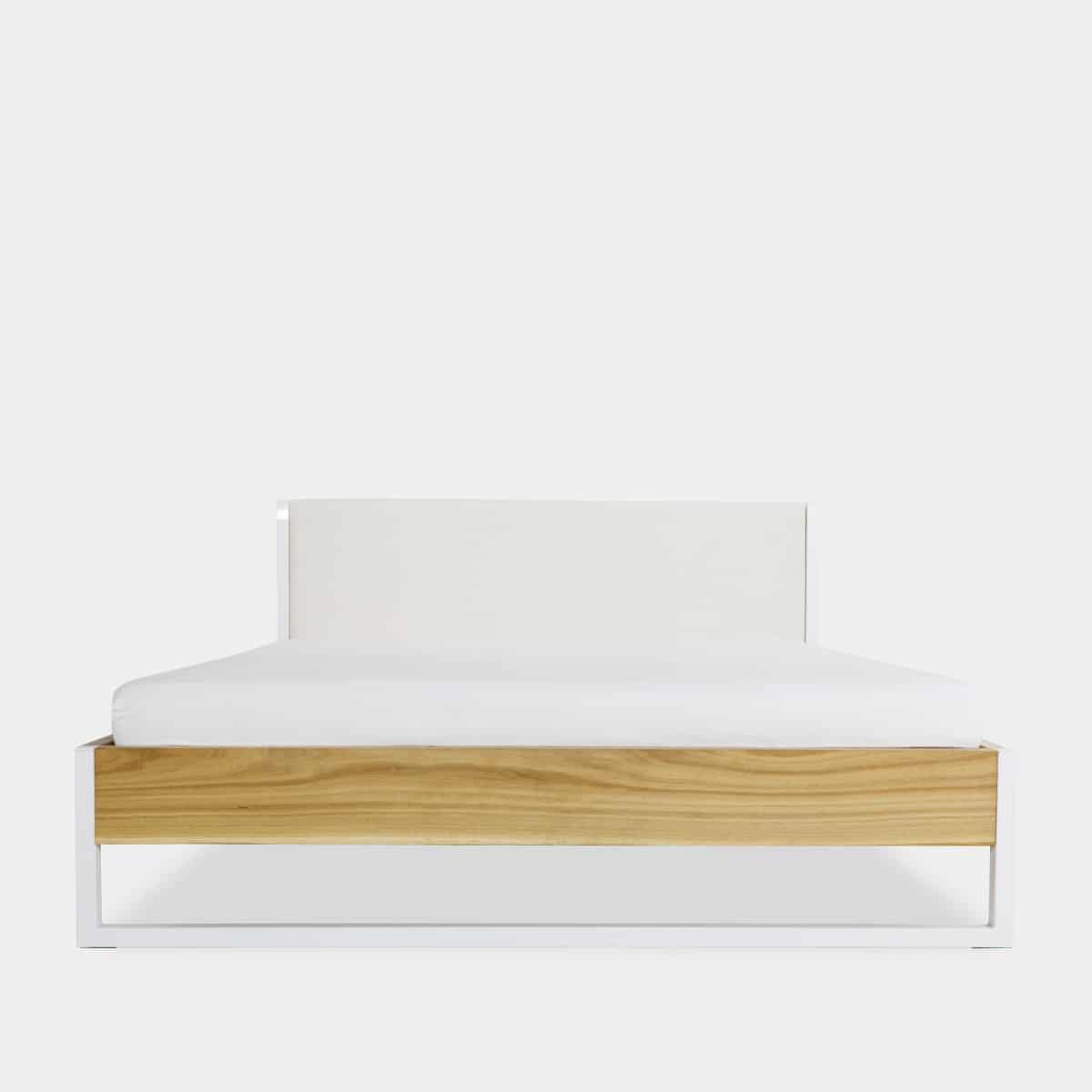 Massivholz Bett mit Stahl und Baumwollrückwand