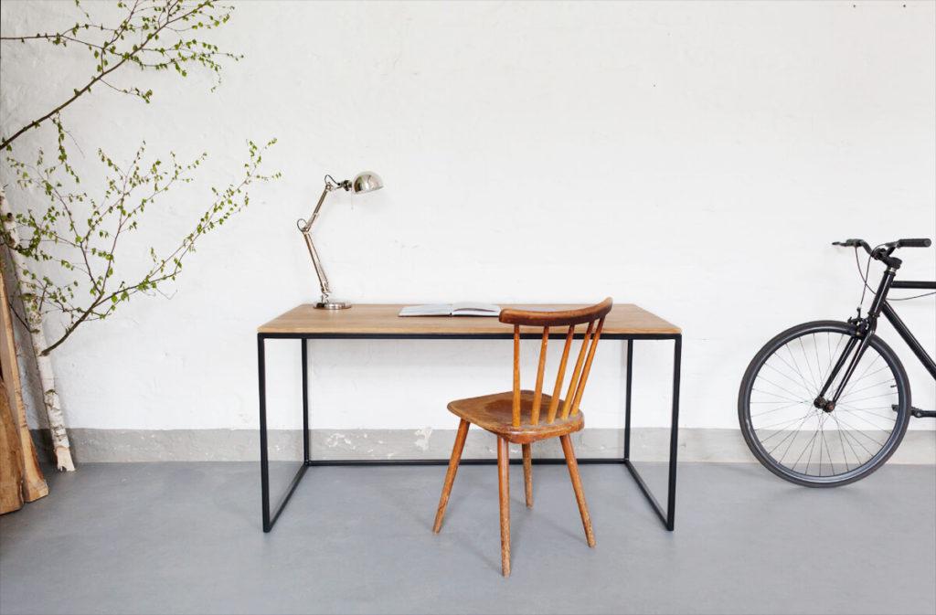 Design Arbeitstisch aus Massivholz Eiche und Stahl, perfekt für jedes Office als Bürotisch oder Schreibtisch