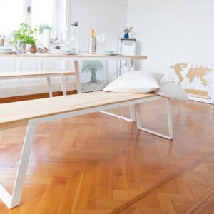 eine Designerbank aus Massivholz und Stahl, kombinierbar aus verschiedenen Hölzern wie Eiche, Buche, Esche oder Kiefer, eine Bank zum verlieben, egal ob für das Esszimmer, das Büro oder den Garten