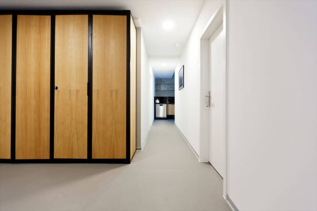 N51E12 - Showroom, Showapartment, Apartment, Loft, Schrank im Flur, Stahl und Eiche