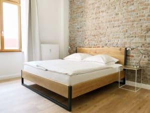 N51E12_Green_Residence_Loft_Frankfurt_Design_Bett_Massivholz_Massivholzbett_Stahl_Nature_Oak_Eiche_Ral9005_Tiefschwarz_