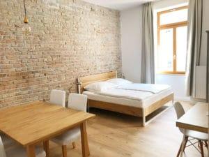 N51E12_Green_Residence_Loft_Frankfurt_Design_Bett_Massivholz_Massivholzbett_Stahl_Nature_Oak_Eiche_Ral9010_Reinweiss_