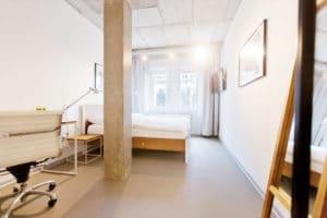 N51E12_Green_Residence_Loft_Leipzig_Design_Bett_Massivholz_Massivholzbett_Stahl_Loft_Vintage_Bed_Buche_Ral9010_Reinweiss_