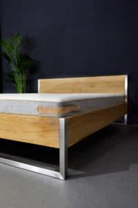Design Bett aus Edelstahl und Massivholz Eiche, passend für den Loff, im Bauhausstil gehalten, individuell und in Handarbeit hergestellt