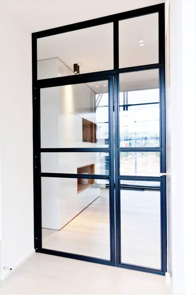 Stahl Glas Tür, Stahl Loft Tür, Raumteiler aus Glas und Stahl, Plexiglas, moderne Architektur, Innendesign, Innenarchitektur, Bauhaus Design, Filigran, Eisen, Apartment, Hotel, N51E12, Windfang, Windfangtür