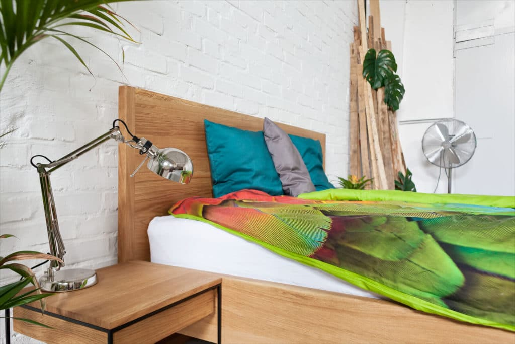 Pure Oak Bett - Loft Bett - Massivholzbett individuell für das Schlafzimmer produziert, Doppelbett aus Massivholz Eiche, Designerbett von Desigern aus Dessau, Dessauer Werke, Bettrahmen, Bettgestell