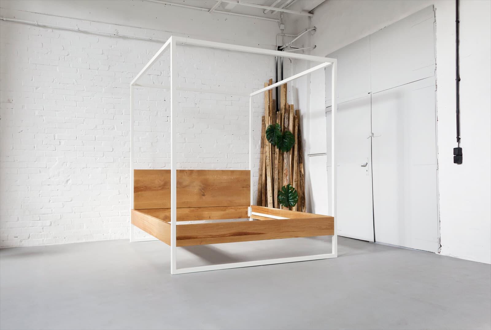 N51E12 Himmelbett aus Massivholz Eiche und Stahl, Loftbett für moderne Schlafzimmer, Bettgestell individuell hergestellt