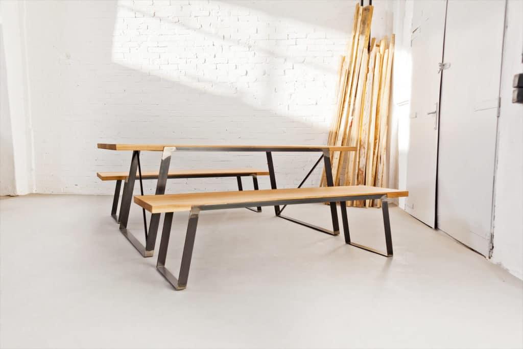 Design Esstisch aus Massivholz Eiche und Stahl, Tisch fürs Esszimmer und Büro, Besprechungstisch für die ganze Familie, Massivholztisch aus massiver Eiche und Stahlgestell