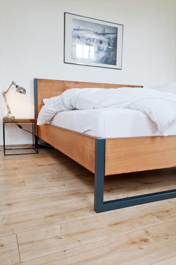 Loft Vintage Bett, Loft Vintage Industrial Bett aus Massivholz Buche, Massibholzbett komboniert mit einem Stahlrahmen, Bettgestell aus Stahl, Bettrahmen aus massiven Metall mit Echtholz, Loftdesign, ein Designerbett für das Schlafzimmer