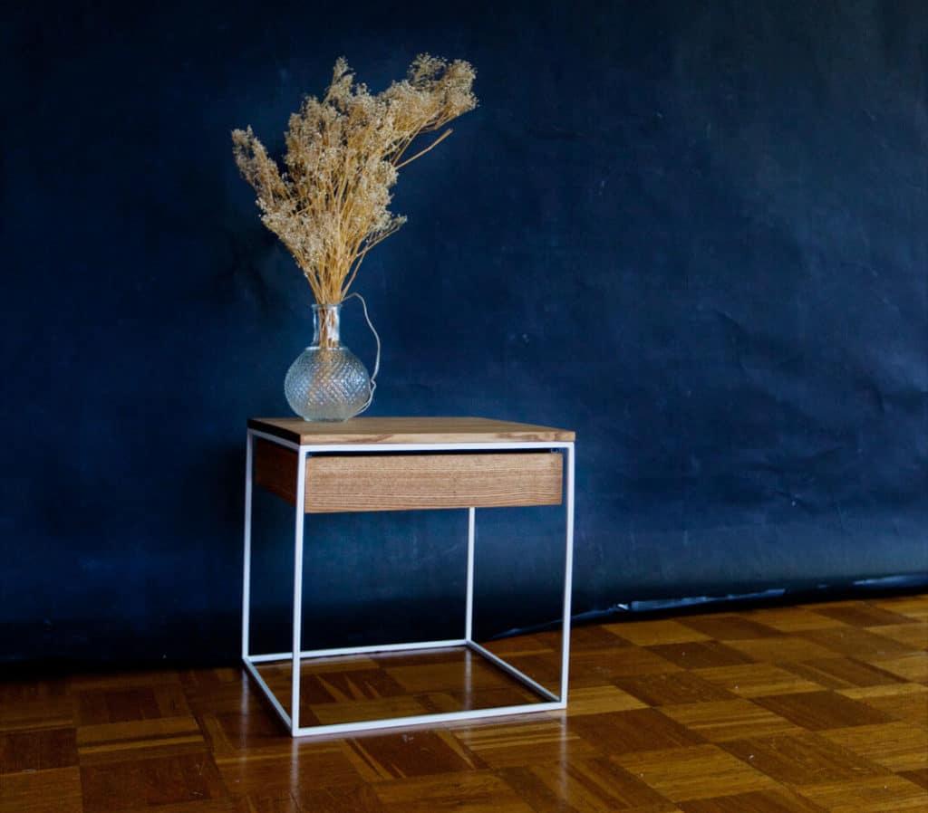 Design Beistelltisch aus Massivholz Esche und Stahl