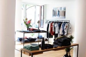 N51E12 - Ladenausbau, Shop, Geschäft, Thokkthokk, München, Massivholz, Tisch, Stahl, Gestell