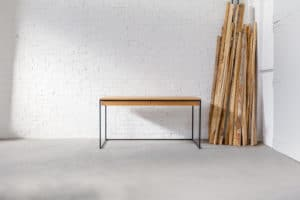 Design Schreibtisch aus Massivholz und Stahl, Tisch für das Büro, individuell hergestellter Bürotisch