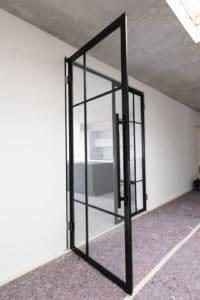 N51E12, Stahl Loft Glastrennwand, Loft, Loft Stahl Tür, Raumtrenner, Glaswand, Trennwand, Glastrennwand, Lofttür, Doppeltür, Stahlwand, Stahl Loft Tür, Stahl, Glas, Windfang, Bauhaus Tür, Designtür, Schwingtür