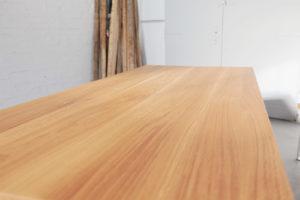N51E12 Esstisch aus Massivholz Eiche, Stahlgestell in RAL 9010 Reinweiss, Designtisch, Küchentisch, Tisch, Esszimmer