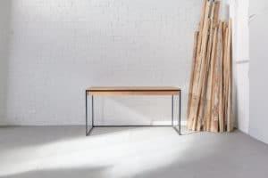 N51E12 Design Schreibtisch mit Schubladen und Stahlgetell, Eiche Massivholzplatte, Massivholz, Eiche, RAL 9005 Tiefschwarz