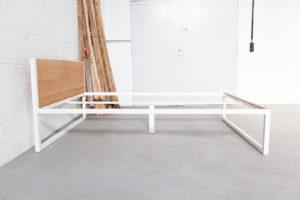 N51E12 - Designbett aus Massivholz und Stahl, Doppelbett, Bettgestell aus Stahl, Eiche, Stahlgestell, 140x200