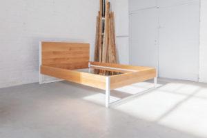 N51E12 Design Bett aus Massivholz Eiche und Stahl, Stahlgestell, Bettgestell, Echtholz, Eiche, Loft Bett, Doppelbett, 160x200, Bettrahmen, Bettgestell