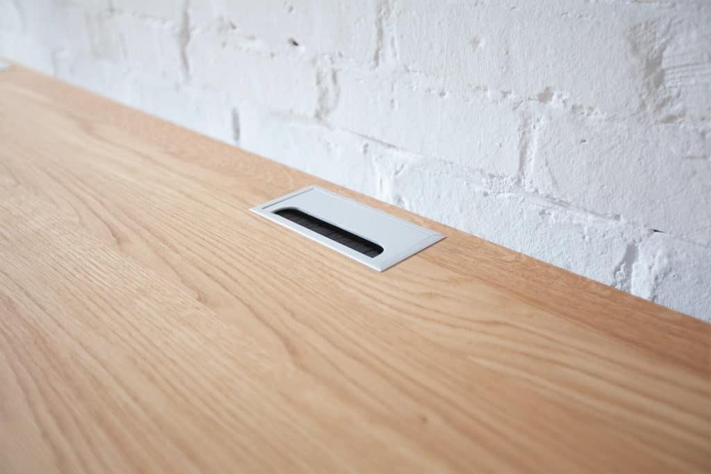 N51E12 Kabeldurchlass, Design Smart Schreibtisch aus Massivholz Eiche und Stahl, elektrisch Höhenverstellbar, Högenverstellbar, Stahl, RAL 9005 Tiefschwarz, Büro, Bürotisch, Officetable