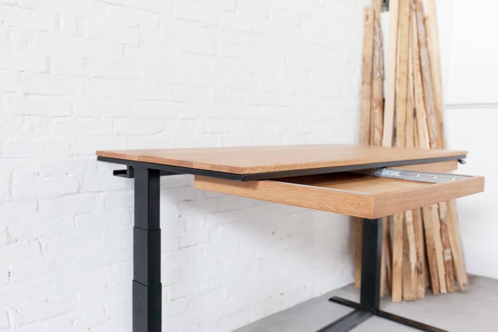 N51E12 Design Smart Schreibtisch aus Massivholz Eiche und Stahl, elektrisch Höhenverstellbar, Högenverstellbar, Stahl, RAL 9005 Tiefschwarz, Büro, Bürotisch, Officetable