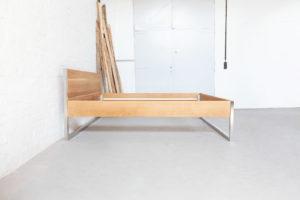 N51E12 Design Edelstahlbett aus Massivholz Eiche und Edelstahl - Bettgestell, Loftbett, Bett, Loftdesign, Loft, Bauhaus, Designbett, Doppelbett, 180x200