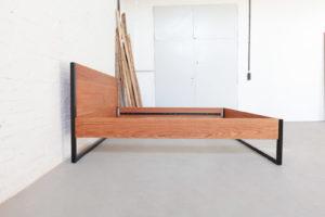 N51E12 Design Massivholzbett aus Massivholz Eiche und Stahl, Stahlgestell, Stahlrahmen, Loftbett, Loft, Bett, Doppelbett, Bettrahmen