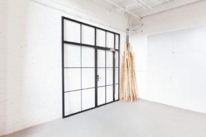 N51E12 Stah Loft Tür, Glastrennwand im Bauhaus Design, Stahl Tür, Raumternner, Raumteiler, Windfang, Oberschließer, absenkbare Bodendichtung