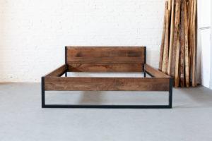 N51E12 Loft Vintage Bett aus Massivholz Buche und Stahl, Loftbett, Doppelbett, Bettgestell, Bettrahmen, Massivholz, Stahlrahmen, Schlafzimmer