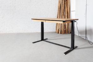 N51E12 - Smart Schreibtisch, Design Schreibtisch, höhenverstellbarer Schreibtisch, elektrisch höhenverstellbar, Bürotisch, Office, Desk, Tisch, Masivholz Eiche, Stahl RAL 9005 Tiefschwarz