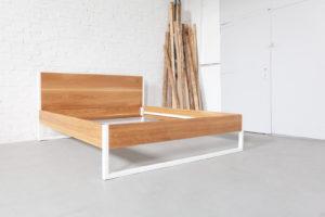 N51E12 Design Massivholzbett aus Eiche, Eichenbett, Massivholz, Echtholz, Stahlgestell, Bettgestell, Bettrahmen, 180x200, Doppelbett