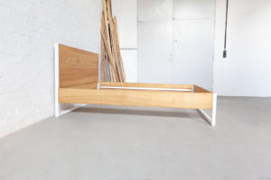 N51E12 - Nature Ash Bett, Designbett aus Massivholz Esche, Massivholzbett aus Stahl, Stahlrahmen, Bettrahmen, Metallrahmen, 160x200, Doppelbett, Designbett