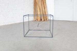 N51E12 Bi-Frame Design Beistelltisch, Tisch, Glastisch, Nachttisch, Stahlrahmen, Metallrahmen, Stahlgestell, Couchtisch