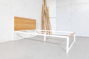 N51E12 B18 Design Bett aus Massivholz Eiche und Stahl, Stahlgestell, Bettgestell, Bettrahmen, Designerbett, Loftbett, Futon-Bett, 160x200
