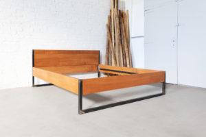 N51E12 Loft Vintage Bett aus Massivholz Buche, Massivholzbett 180x200, Loftbett, Loft, Bauhaus Design, Designbett, Doppelbett, Stahlrahmen, Metallbett, Stahlbett