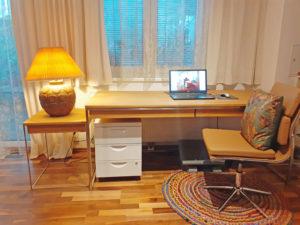 N51E12 Design Schreibtisch aus Massivholz und Edelstahl