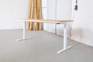 N51E12 Design Schreibtisch Pure aus Massivholz und Stah, Eiche, Massivholztisch, Stahltisch, Stahlgestell, elektrisch höhenverstellbar, Lofttisch, Deisgntisch