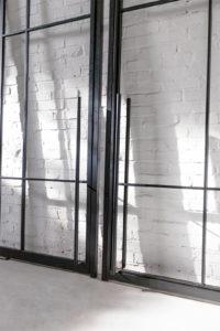 N51E12 Stahl Loft Tür, Schwingtür, Pivot, Pivottür, Einzeltür, Stahlrahmen, Glas, Glastür, Glastrennwand, Raumtrenner, Schwingtür, Steel Door, Steel Loft Door