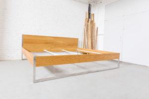 N51E12 Design Massivholz Bett aus Edelstahl und Eiche, Massivholzbett, Edelstahlbett, Familienbett, Familie, Schlafzimmer, Loft, Übergröße, Überlänge, Sondergröße, 270x220, Bett für große Menschen, Bett für große Personen