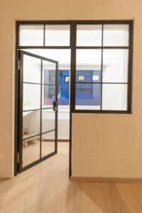 N51E12 Stahl Loft Tür mit Fenster, Drehtür, Glastrennwand, Raumtrenner, Windfang, Stahlrahmen, Lofttür, Stahlrahmentür, Steel Door, Steel Loft Door, Bauhaus Design, Bauhaus Tür