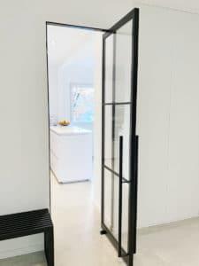 N51E12 Stahl Loft Tür, Glastrennwand, Schwingtür, Doppeltür, Pivottür, Pivot, Flurtür,Lofttür, industrial door, steel door, Bauhaustür, Bauhaus, Stahlrahmen, Stahltür, Glastür, Windfang