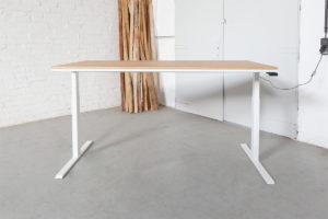 N51E12 Pure Design Schreibtisch aus Massivholz Eiche und Stahl, elektrisch höhenverstellbar, Loft Tisch, Stahlgestell, Metallrahmen, Designtisch, Loft, Bauhaus, Design, 180x80