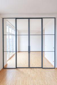 N51E12 Stahl Loft Tür, Doppeltür, Schiebetür, Doppelschiebetür, Lofttür, Glastür, Glastrennwand, Trennwand, Windfang, Raumtrenner, Designtür, Glastür, Stahlrahmen, Stahltür, Bauhaustür, Industrial Door, Steel Door, Loftdoor