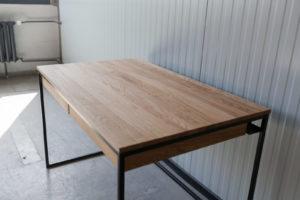 N51E12 Design Schreibtisch mit Schubladen, Massivholz Eiche, Stahlrahmen, Stauraum, Loft, Bürotisch,120x75, Schubladen, RAL 9005 Tiefschwarz