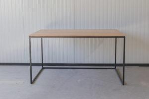 N51E12 Design Schreibtisch mit Schubladen, Massivholz Eiche, Stahlrahmen, Stauraum, Loft, Bürotisch,140x80, RAL 9005 Tiefschwarz