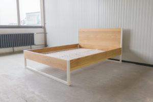 N51E12 160x200 Nature Oak Bett aus Massivholz Eiche, Massivholzbett, Loftbett, Doppelbett, Stahlrahmen, Stahlbett, Metallbett, Metallrahmen, Bettrahmen, Loftbett, Loft