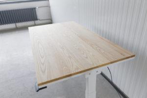 N51E12 Pure Design Schreibtisch aus Massivholz Esche und Stahl, elektrisch höhenverstellbar, Loft Tisch, Stahlgestell, Metallrahmen, Designtisch, Loft, Bauhaus, Design, 140x80