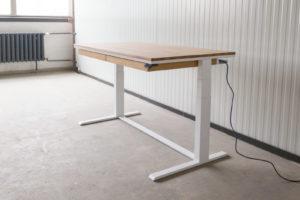 N51E12 Smart elektrisch höhenverstellbarer Schreibtisch aus Massivholz Eiche und Stahl, Stahlrahmen, Stahlgestell, Metall, Metallrahmen, Office, Schreibtisch, Bürotisch, Lofttisch, Loft, 140x80, RAL 9016 Verkehrsweiss