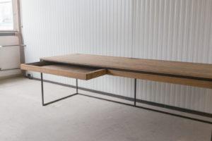 N51E12 Design Schreibtisch mit Schubladen, Massivholz Eiche, Stahlrahmen, Stauraum, Loft, Bürotisch,240x80, Schubladen, RAL 9005 Tiefschwarz