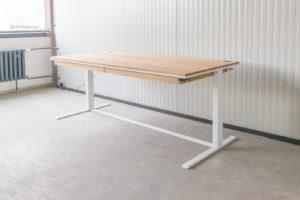 N51E12 Smart elektrisch höhenverstellbarer Schreibtisch aus Massivholz Eiche und Stahl, Stahlrahmen, Stahlgestell, Metall, Metallrahmen, Office, Schreibtisch, Bürotisch, Lofttisch, Loft, 220x100, RAL 9016 Verkehrsweiss