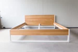 N51E12 200x200 Nature Oak Bett aus Massivholz Eiche, Massivholzbett, Loftbett, Doppelbett, Stahlrahmen, Stahlbett, Metallbett, Metallrahmen, Bettrahmen, Loftbett, Loft, minimalistisches Bett